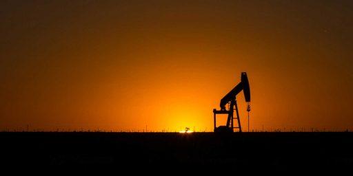 Η πτώση της τιμής του πετρελαίου στην πραγματική οικονομία
