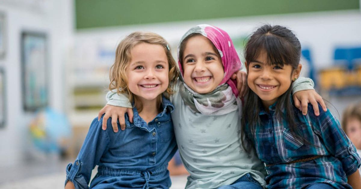 smiling-refugees